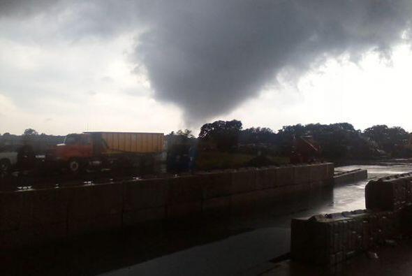Un tornado tocó la ciudad de Giddings en el condado Lee, ocasionando sev...