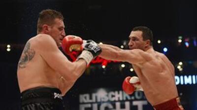 Mariusz Wash recibió gran castigo de Wladimir Klitschko.