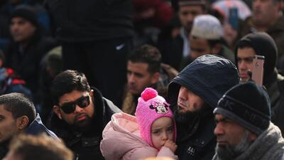 La oración de decenas en JFK ante la orden que bloquea la entrada de musulmanes