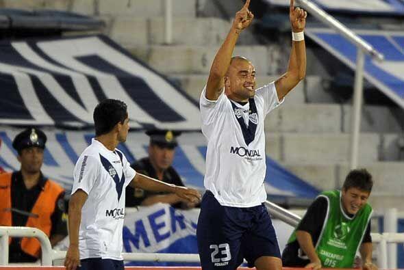 Pero Vélez dio vuelta el resultado gracias a dos uruguayos, Rodrigo Lópe...
