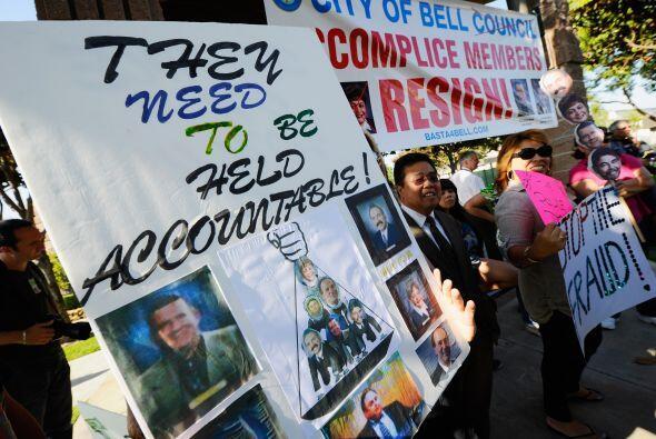 8 de agosto del 2010: El Times reporta que Rizzo recebió beneficios lucr...