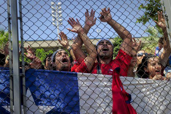 Había una amplia comunidad chilena gritando en apoyo del jugador.