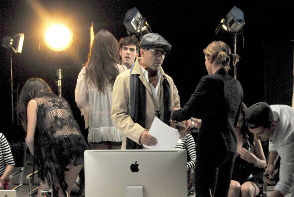 Caracterizado como un director, Cristian trató de dar su mejor actuación.