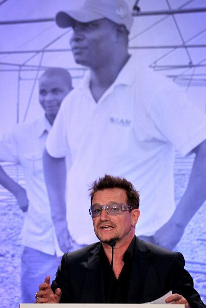 El filántropo, autor y cantante Bono, también dijo presente.