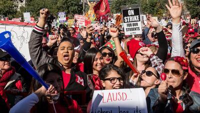 Padres de familia y estudiantes se muestran satisfechos por el acuerdo tentativo que pondría fin a la huelga