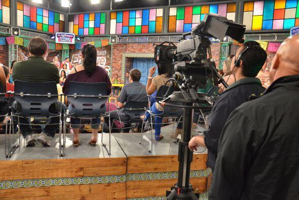 Los camarógrafos son los más atentos al programa, pues cua...