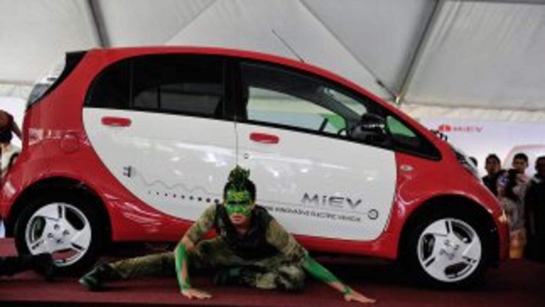 El Mitsubishi MiEV es un auto con motor eléctrico con capacidad para cua...