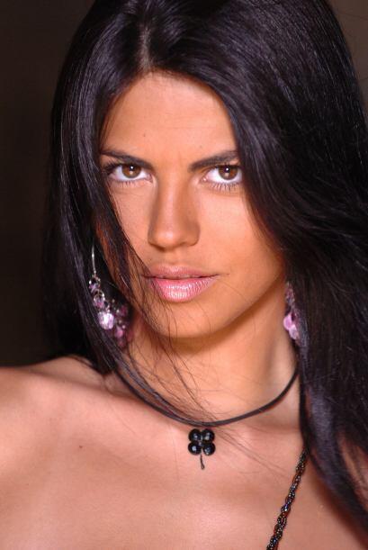 África Zavala se ve más madurita pero sigue igual de bella.