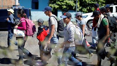 Una nueva caravana de migrantes sale de El Salvador rumbo a EEUU