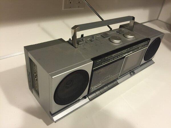Radioescuchas enviaron fotos de los aparatos más viejos que tienen en ca...