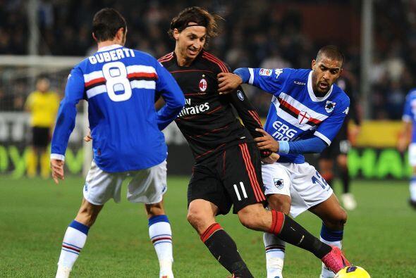 El delantero Ibrahimovic estuvo bien marcado y no tuvo chances claras.