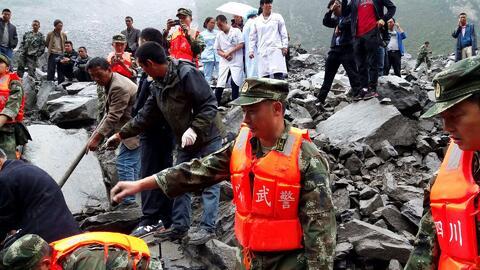 Más de un centenar de personas quedaron sepultadas tras un deslave en China