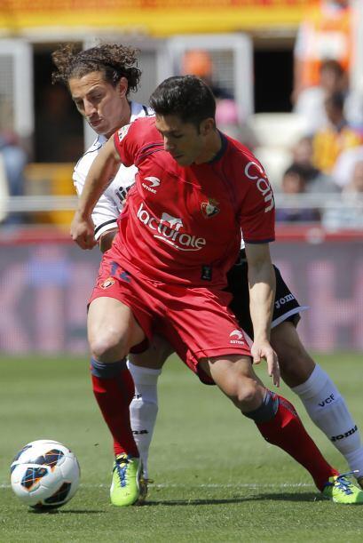 Andrés Guardado en plena acción ante Osasuna.