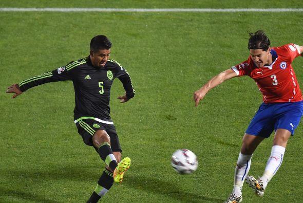 3.- Miiko Albornoz - El mejor de los chilenos en defensa, aunque también...