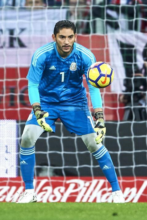 Jesús Corona (Cruz Azul) - 38 partidos jugados (3 con Méxi...