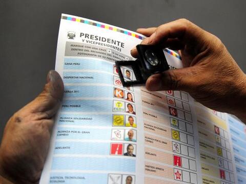 Comenzó este domingo en Perú una crucial elección p...