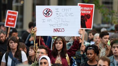 'La Mujer Maravilla' y muchos más no pueden creer que todavía estén protestando contra los nazis