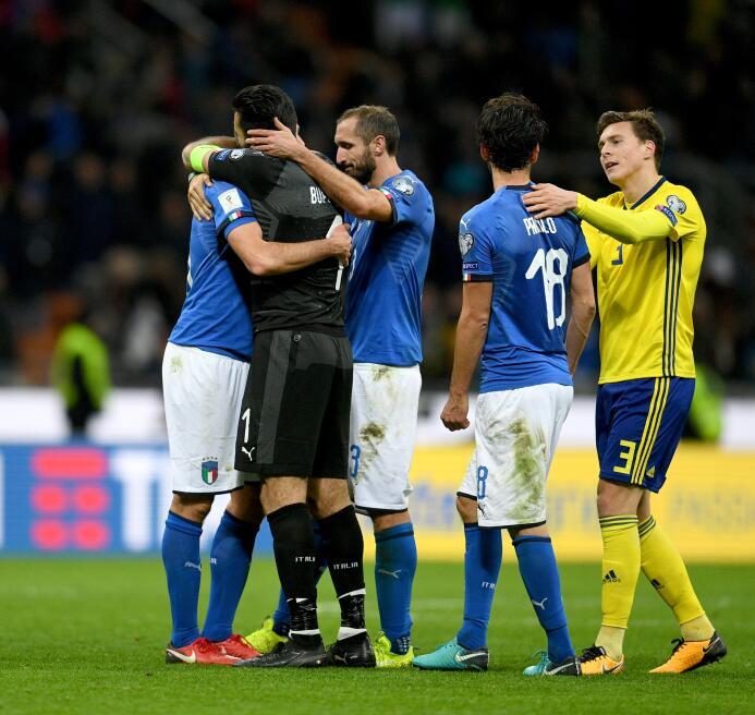 La retirada de los jugadores se produce después que la 'Azzurra' quedó e...