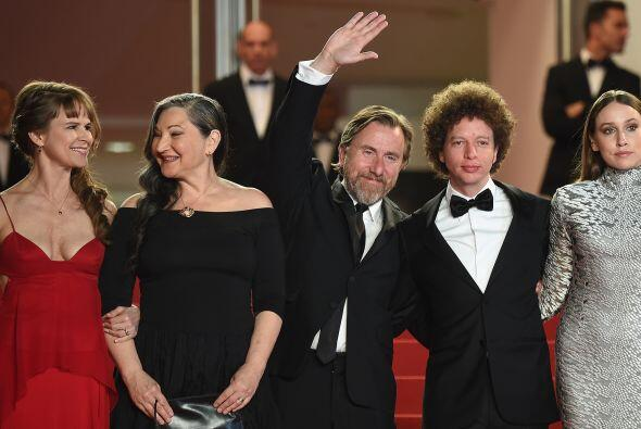 Por la noche el cineasta mexicano y el elenco, incluyendo a Tim Roth, tu...