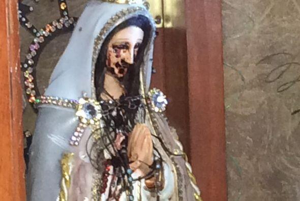 La imágen de una virgen que supuestamente llora sangre esta causando sen...