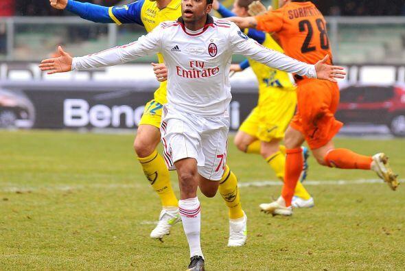 El brasileño Robinho puso en ventaja a los visitantes.