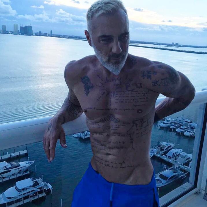 Gianluca Vacchi llegó a Miami para los Premios Juventud.