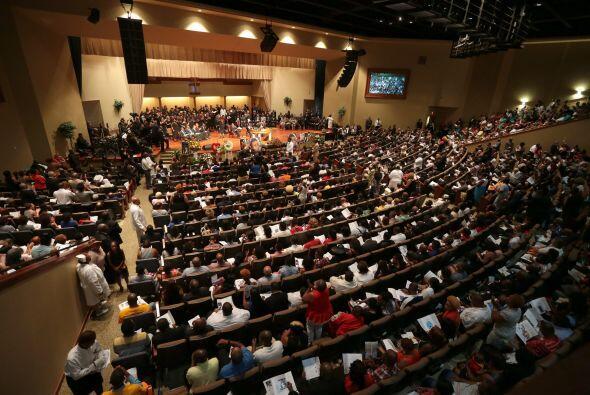 El reverendo Al Sharpton, un líder en la comunidad afroamericana se diri...