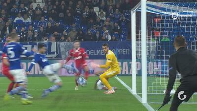 Increíble: Suat Serdar erró un gol que es difícil de explicar