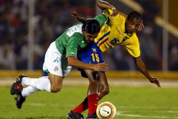 En Perú 2004 México y Ecuador se enfrentaron nuevamente en la fase de gr...