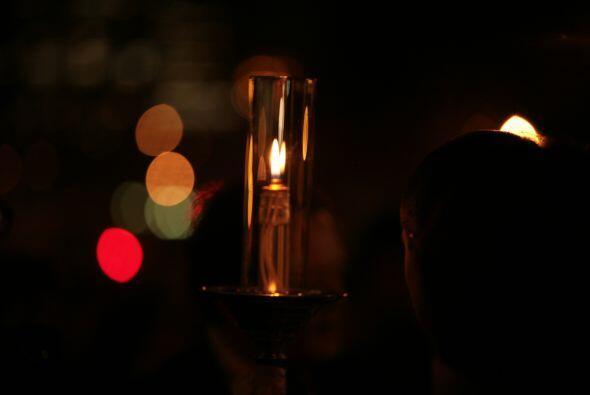 Como parte de la conmemoración, 500 linternas de vidrio se encendieron.