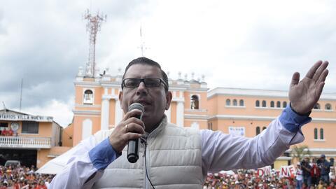 El entonces candidato presidencial Manuel Baldizón durante la campaña pr...