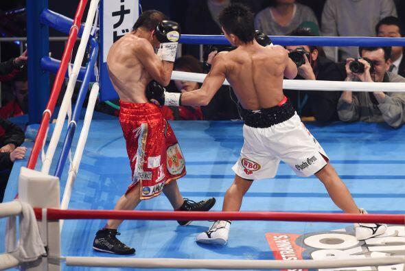 Inoue aniquiló a Omar Narváez desde inicio de la pelea.