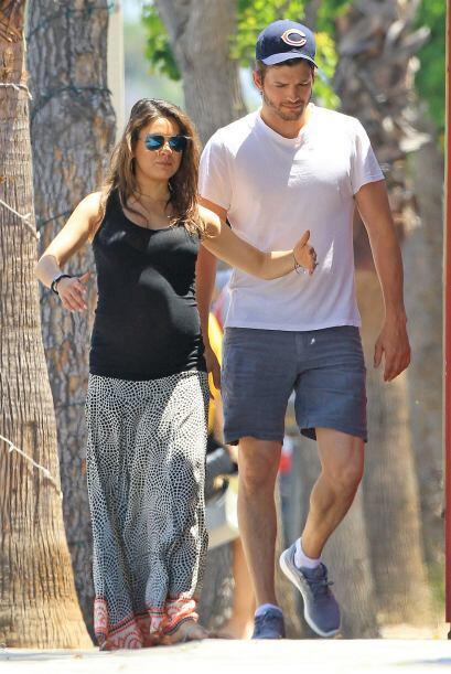 Ashton está muy emocionado por la llegada de su primer hijo.Mira aquí lo...