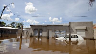 Inundaciones no dan tregua en Sudamérica y ya suman 150,000 evacuados ar...