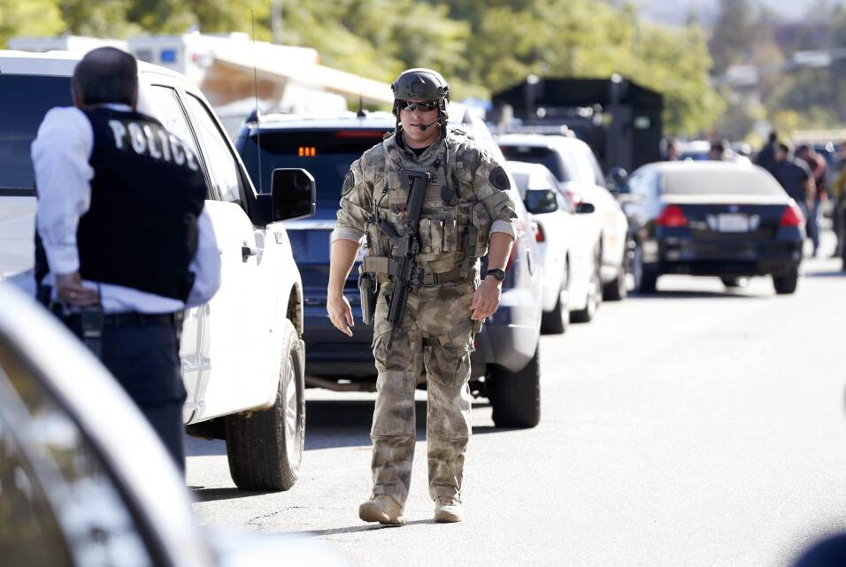 Elementos de la policía peinan la zona en busca de los sospechosos