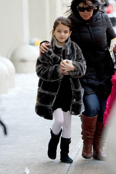 Parar soportar el duro frío de Manhattan, le compraron un abrigo de piel...