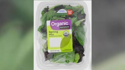 Encuentran un murciélago muerto dentro de una bolsa de ensalada de la compañía Fresh Express distribuida por Walmart