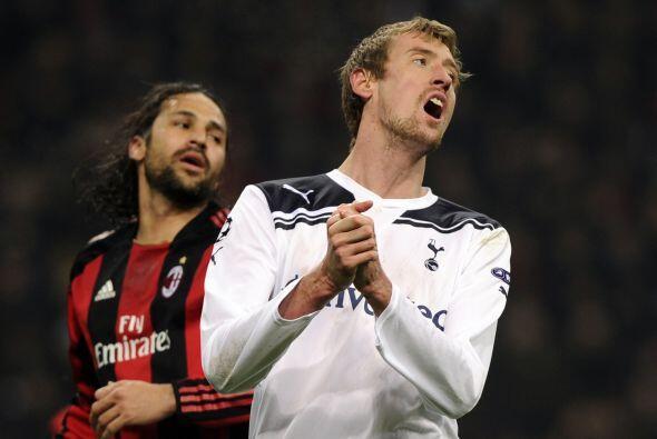 El Tottenham se iba acercando a la puerta milanista, pero el gol a&uacut...