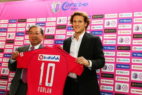 Con esta incorporación, Forlán se convierte en el fichaje más caro en la...