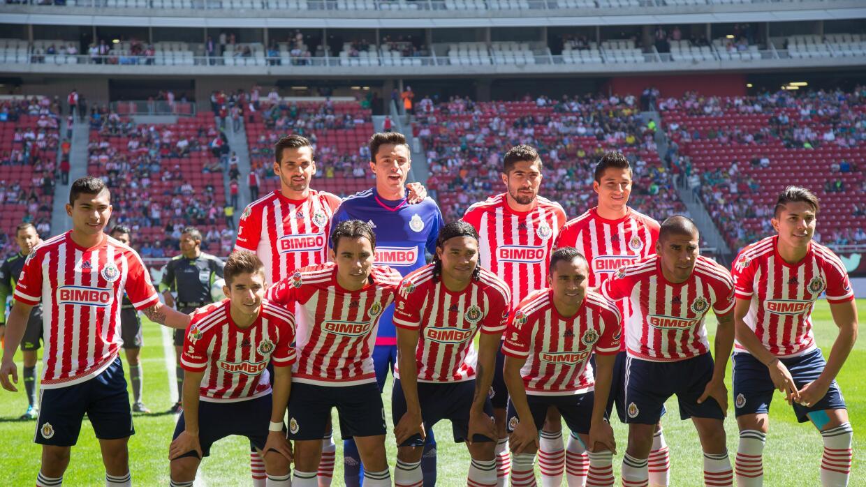 Afición de Chivas abucheó a su equipo en la derrota ante L...
