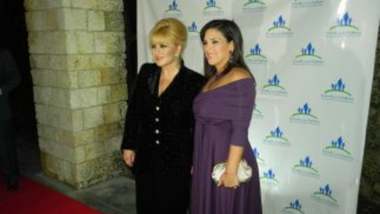 Angélica María y Angélica Vale llegaron juntas al evento.