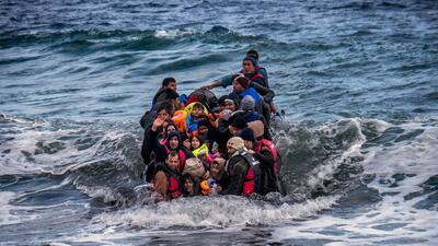 En fotos: La dramática travesía de los migrantes de países vetados por Trump