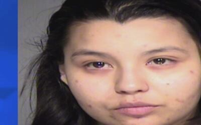 Arrestan a una mujer acusada de causar quemaduras severas a un niño de 2...