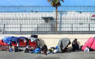 Un campamento de personas sin casa en el centro de Los Ángeles, e...