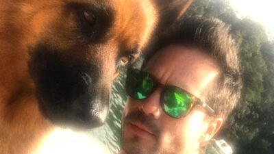Conoce a las mascotas de los famosos de televisión más consentidas },&qu...