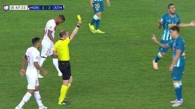 Tarjeta amarilla. El árbitro amonesta a José Giménez de Atlético de Madrid