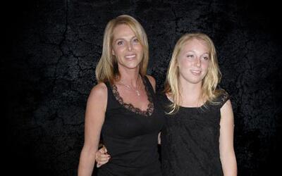 La actriz Catherine Oxenberg y su hija India asisten a la 53rd Annual Yo...