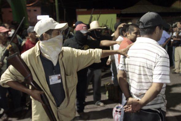 El Movimiento Civil de Autodefensa de la Unión de Pueblos y Organ...