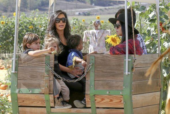 Kourtney dejó que su hermana se hiciera cargo de los niños todo el tiemp...