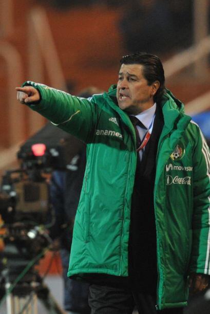 El técnico Luis Fernando Tena aumentaba su preocupación conforme avanaza...